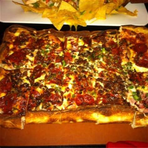 kitchen sink pizza joe kool s 32 photos 28 reviews pizza 595 richmond 2825
