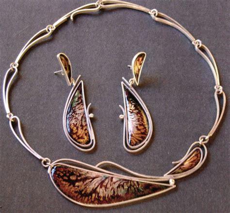 International Exhibition of Enameled Jewelry - Ganoksin