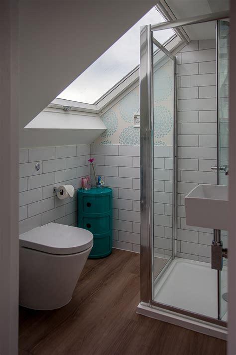 decoration chambre comble avec mur incliné fitting a shower enclosure a sloping ceiling skylofts