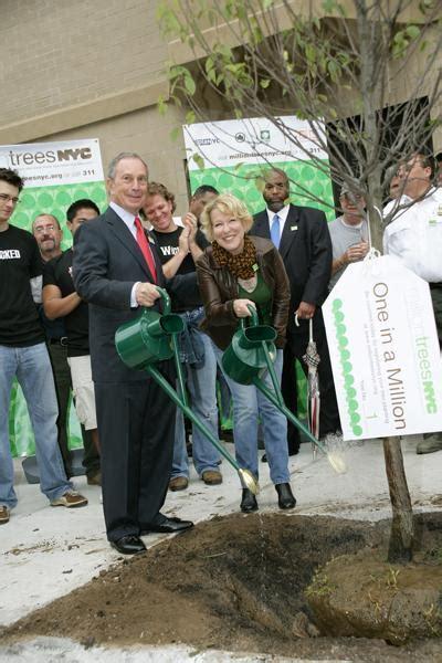 mayor bloomberg  bette midler plant