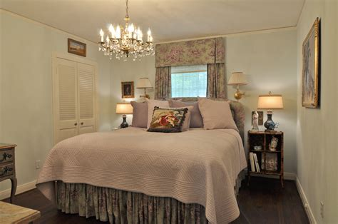Decorating Comfortable Small Master Bedroom Ideas The