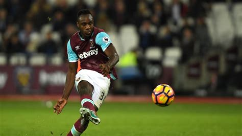 Michail Antonio unsure over new West Ham contract ...