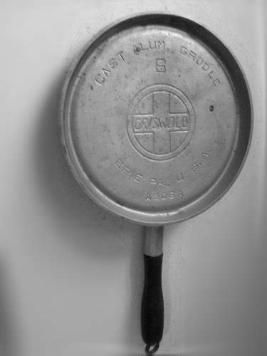 unusual items  cast iron collector information   vintage cookware enthusiast