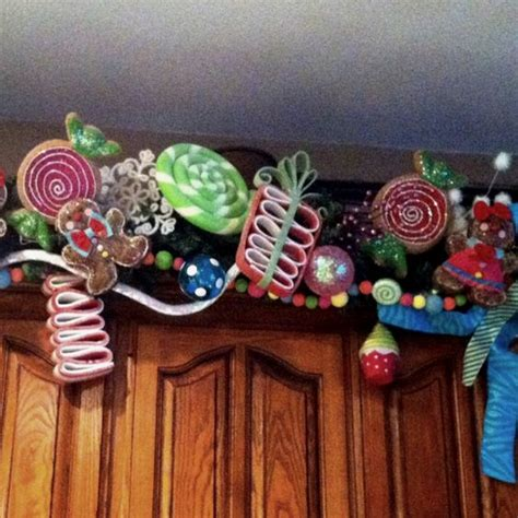 gingerbread and candy themed garland christmas ideas