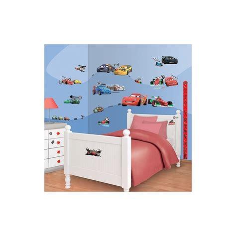 decoration cars pour chambre décoration chambre disney cars