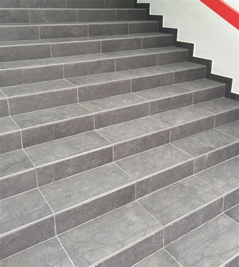 piastrelle per scale scale interne legno marmo o gres porcellanato zanella
