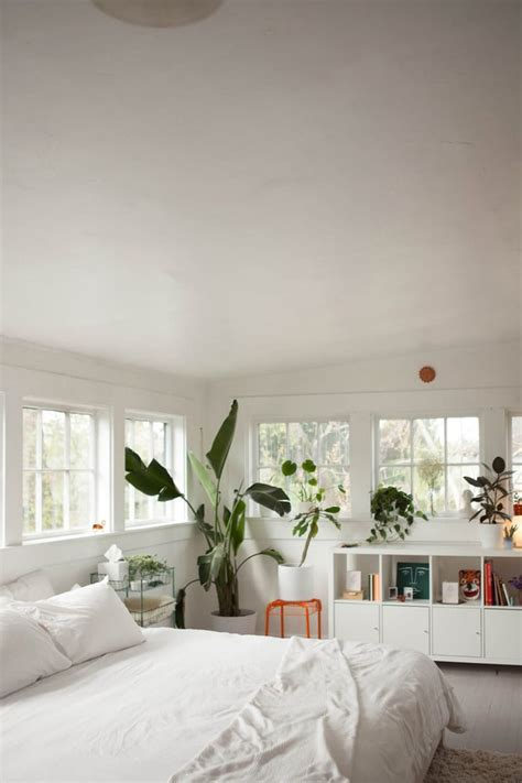 white bedroom ideas  bring comfort   sleeping