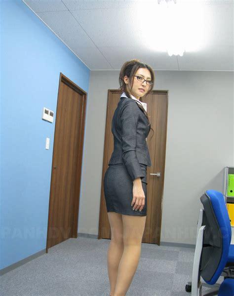 Short Skirt Of Nerdy Japanese Secretary Can Hardly Hide