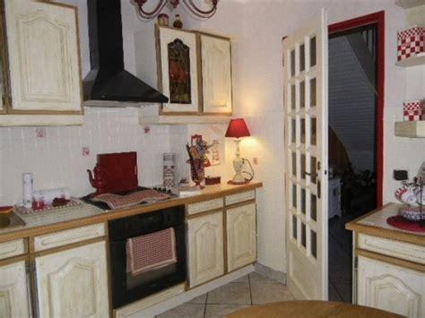 peindre des elements de cuisine comment peindre une table de cuisine en chêne en blanc résolu