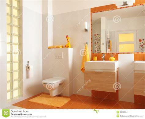 Salle De Bains Colorée D enfants Avec La Toilette Images
