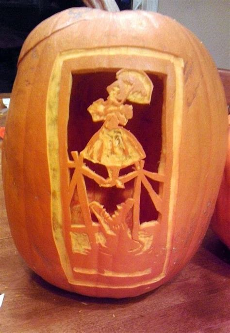 haunted mansion portrait pumpkin carving