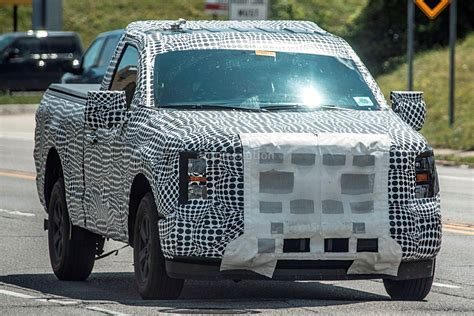 ford   shows front grille led lighting signature