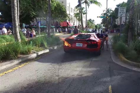 Valet Parking Lamborghini Fail by Valet Sets Lamborghini Aventador On After