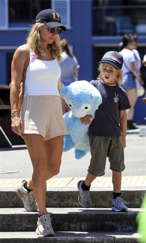 elsa pataky enjoys  day   kids  luna park  sydney