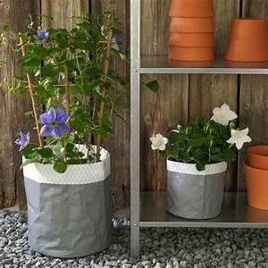 Cache Pot Exterieur : jardini re et cache pot l ger pour terrasse et balcon c t maison ~ Teatrodelosmanantiales.com Idées de Décoration