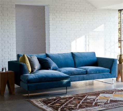 canapé velours bleu 1000 idées à propos de canapé en velours sur