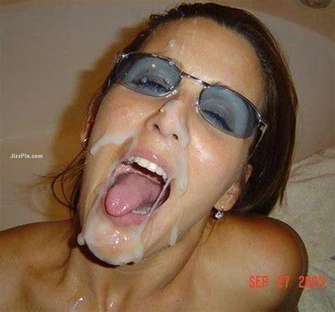 Really Sexy Girlfriend Gives Blowjob At Home