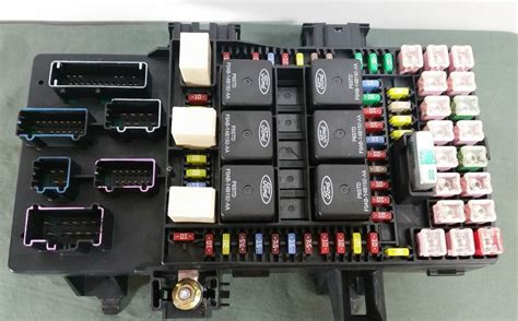 06 Expedition Fuse Box by 03 06 Navigator Expedition Dash Fuse Relay Box Oem