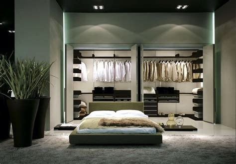 Schlafzimmer Offener Kleiderschrank by How To Disguise An Open Closet In A Room Interior