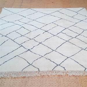 Grand Tapis Berbere : tapis beni ouarain du moyen atlas marocain marrakech ~ Teatrodelosmanantiales.com Idées de Décoration