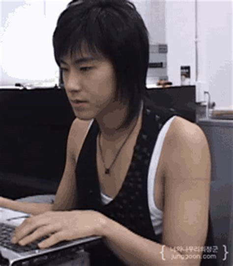 yunho uknow korean boy gif find on giphy
