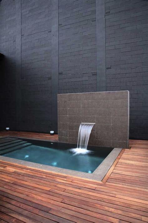 docce a muro cascata a muro per piscina rb piscine