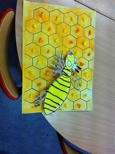Boule En Papier Crepon : fond de la ruche a l 39 aquarelle miel papier cr pon en boules animation abeille papier ~ Dode.kayakingforconservation.com Idées de Décoration