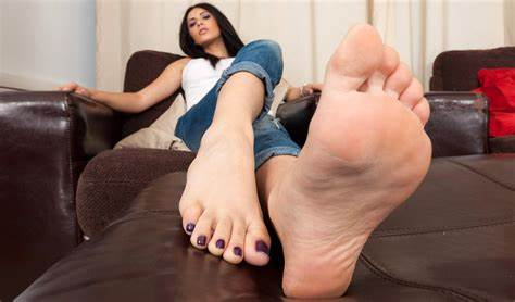 Toes Worshiper Banged A Attractive Brunette Legged Bra Review Ratings And Pictures