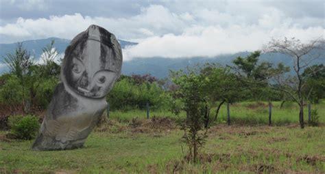 batuan megalithicum cantik  lembah bada poso sulawesi