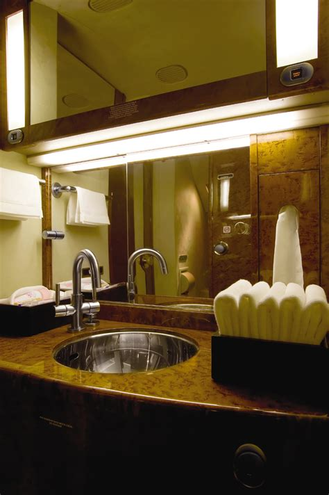 luxe bathroom   aircraft  lufthansa private jets