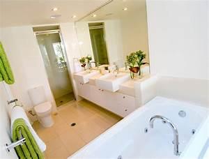 Salle De Bain 5m2 : douche et baignoire dans ma salle de bain mr bricolage ~ Dailycaller-alerts.com Idées de Décoration