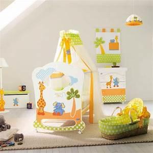 le ciel de lit bebe protege le bebe en decorant sa chambre With chambre bébé design avec bouquet de fleurs en tissu