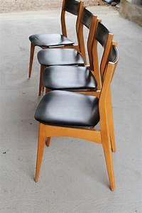 But Chaise Scandinave : 4 chaises scandinaves design 1960 en skai noir l 39 histoire sans fin ~ Teatrodelosmanantiales.com Idées de Décoration