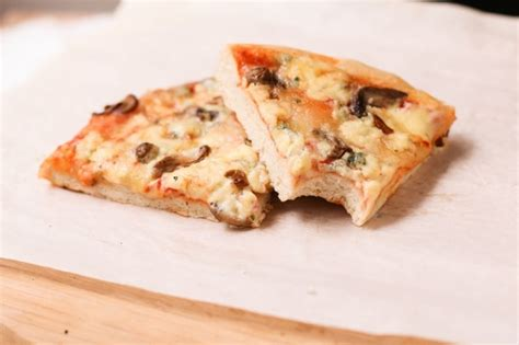 precuire la pate a pizza 28 images pizza vegan au fromage qui file absofruitly pate 224