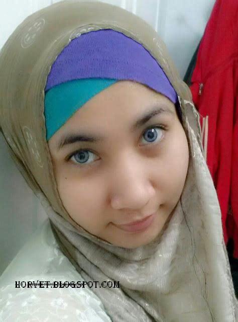 Koleksi Hijab Narsis Pamer Toket