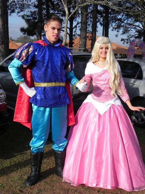 Brincando Com Crianças Princesa Aurora E O Principe Felipe
