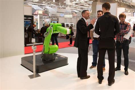 Weltpremiere Für Den Neuen Roboter Cr35ia