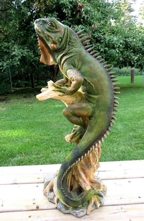 lizard iguana figurine statue ornament   tall resin