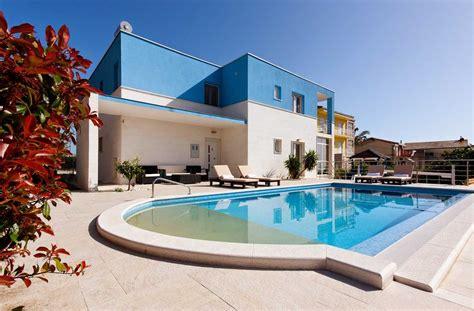 Holiday Luxury Villa With Pool Split Area Near Beach