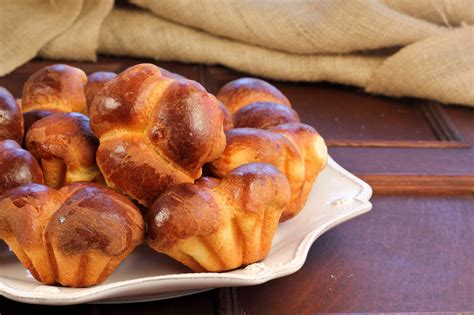 Bubble-Top Brioche Rolls - That Skinny Chick Can Bake