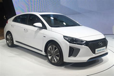 In Hybrid Cars 2016 by New Hyundai Ioniq 2016 Uk Pricing And Specs