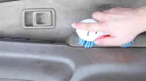 laver siege voiture nettoyez une voiture sale avec ce spray non toxique à