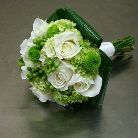 chic  modern bridal bouquet  green hydrangea