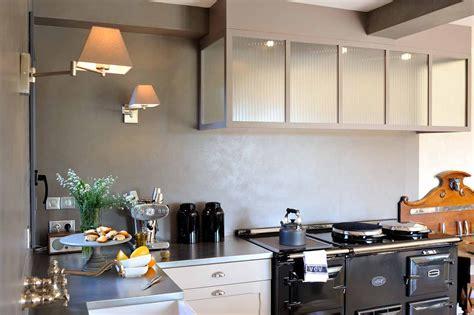 hotte de cuisine entre la cuisine et l 39 atelier aga 4 fours fonte noir
