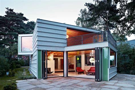 Kleines Holzhaus Mit Walmdach  Moderne Einfamilienhäuser