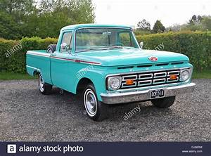 Pick Up Ford : 1964 ford f100 classic american pick up truck stock photo 62831992 alamy ~ Medecine-chirurgie-esthetiques.com Avis de Voitures