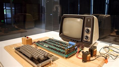 original apple 1 sold by steve auctioned for 365k recomhub