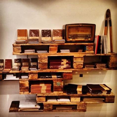 cuisine blanche et bois meubles en palettes le bois recyclable pour votre confort