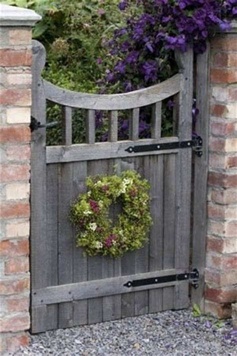 Backyard Gate Ideas by 5 Inexpensive Ways To Make Your Garden Gate Simply