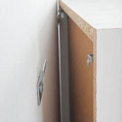 comment accrocher un meuble de cuisine au mur accrocher ses meubles de cuisine